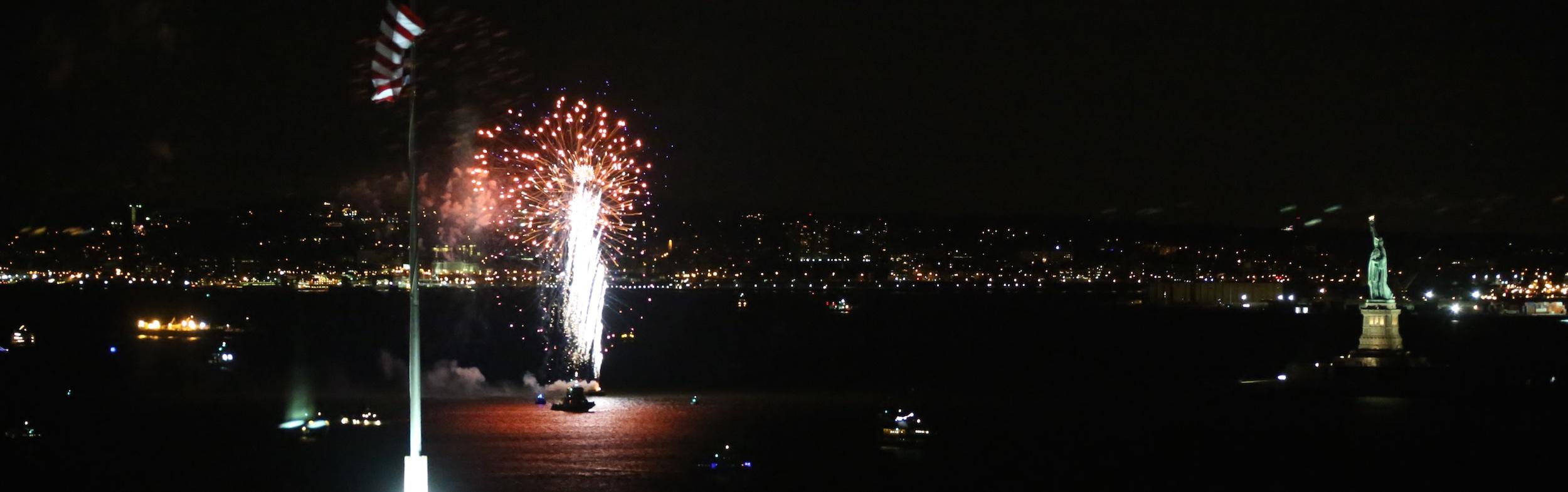 Sylvester Feuerwerk an der Freiheitsstatue